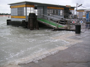 Fdte Nove Boat Stop in High Water