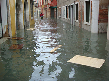 Floods in Venice - Everything Floats Away